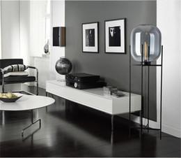 Venta al por mayor de Lámpara de pie de cristal de estilo nórdico Luces de piso de melón retro Luces de lámparas de mesa de diseño de moda Luces para sala de estar / Casa de campo / Bar