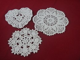 $enCountryForm.capitalKeyWord Canada - wholesale handmade Crocheted Doilies White lace cup mat vase Pad, Heart Round coaster Home & Garden 14-20 cm table mat 30PCS LOT tmh3122