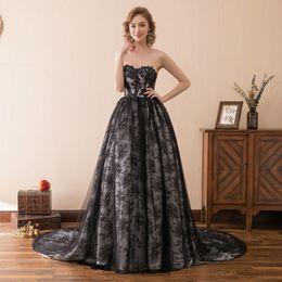 Elegante schwarze Spitze-gotische Hochzeits-Kleid-Schatz-Sleeveless A-Line 2018 Neuester Vorrat-2-16 Kapelleen-Zug-lange Brautball-Kleider formal im Angebot