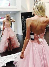 Barato Vestidos Com Cercadura Halter-2017 Sheer Neck Halter Prom Dresses Hi-Lo sem mangas Major Beaded Sexy Backless Organza Sweep Train Party Vestidos