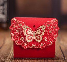 Bonbon De Mariage De Style Européen Pas Cher-100pcs style européen rouge carré de mariage boucle de papillon Candy Boxs 2016 nouveau Hollow out fleur Laser Cut Wedding Candy Gift Box TH153