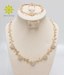 Venta al por mayor de Collar de cristal de moda Pulsera Pendientes de anillo Conjuntos de oro / plateado Africano Elegante Africano Partido de la Mujer Regalos Conjuntos de joyería de fantasía,
