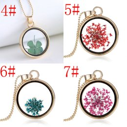 Mix Natural Flower Canada - 28*28*4.8mm mixed Fashion Floating Charm Glass Roundness Dried flowers Pendant Necklace Lovely Natural Jewelry Necklaces free shipping