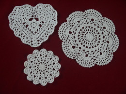 $enCountryForm.capitalKeyWord Canada - wholesale handmade Crocheted Doilies White lace cup mat vase Pad, Heart Round coaster Home & Garden 10-20 cm table mat 30PCS LOT tmh388