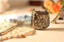 $enCountryForm.capitalKeyWord Canada - Charm Pendant Necklaces Jewellry Accessories Fashion Jewelry Magic Vintage Unique Bag Box Shape Carved Locket Pendant Long Chain Necklace