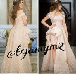 Barato Vestidos De Renda Rosa Pálido-Pale Pink Prom Dresses 2016 Casal Fashion Off the Shoulder Hi Lo saia Guipure Lace Appliques com Side Ruffles Tulle Gowns 2k15