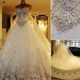 Barato Laço Para Vestidos De Noivas-2017 Swarovski Cristais A Line Vestidos de casamento Luxo Sweetheart Formal Church Vestidos De Noiva para Noivas Lace Dress with Long Tulle Wrap