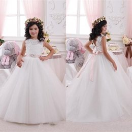 Fêtes De Fête Filles Filles Pas Cher-L'arrivée de nouveaux 2,016 blanc Belle Jewel Neck Lace Tulle Flower Girls Birthday Party robes robe de bal perlée Sash bébé Robes filles Pageant Robes