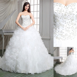 Cuadros verdaderos 2016 vestido de bola blanco vestidos de boda del diseñador de la iglesia Apliques de lujo con cordones Corte tren Sheer Vestidos de novia cariño con volantes