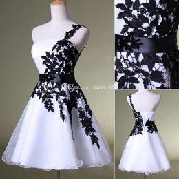 1dac57761 2015 vestidos de regreso baratos baratos Blanco y Negro Un hombro con  cinturón de cuentas con cuentas vestidos de tul para el coctel de baile 8vo  vestido de ...