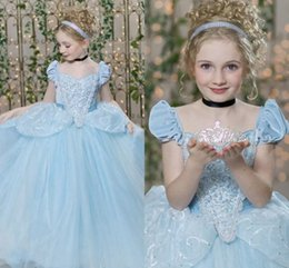 Robe De Dentelle De Fille De Fleur Bleue Pas Cher-Cendrillon Flower Girl Dress Pageant robes pour les adolescents à manches courtes manches plis paillettes Lacing Sky bleu enfants robe de bal Tulle Girl robe de bal