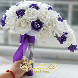 Barato Bouquet Decorações Cristais-Frete Grátis 2015 Branco e Roxo Vintage Bridal Wedding Bouquet Pérolas Silk Flower Rose Cristalos Barato Wedding Decoration Bouquet da dama de honra