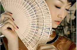 $enCountryForm.capitalKeyWord Canada - Wholesale 600pcs lot Elegant Folding Wooden Hand Fan Wedding Party Favors Best Gift Sandalwwood fan Hollow out folding fan