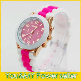 Habille Le Style Pas Cher-2016 NOUVEAU Design Jelly Candy GENEVA double couleur Hommes Ladies Silicone Robe Montres Unisex Sports Style Jelly Wristwatch 15 couleurs