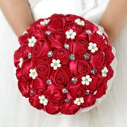 Barato Bouquets De Noiva Artificiais Rosas Vermelhas-Espuma Rose Red Artificial Acessórios de casamento Pearl Bridesmaid Bridal Bouquet White Crystal Wedding Hand Bouquet C42