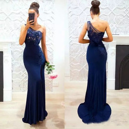 Barato País Um Ombro Dama De Honra Vestidos-2017 Marinha Azul Sereia Long Vestidos de dama de honra Lace Satin Split One-shoulder Country Maid Of Honor Party Vestido Evening Evening Dress