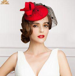 Vente en gros 2021 Top Vente Vintage Nouveau Style Rouge Couleur Rouge Tulle Mariage Chapeaux de mariée Soirée / Partie Headwears à la mode