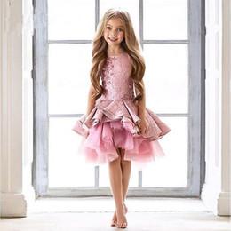 Vente en gros Princesse Filles Pageant Robes Longueur Au Genou Rose Kid Formel Porter Perles Sans Manches Anniversaire Robe Robe De Bal