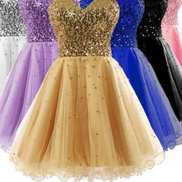 Großhandel Sexy Lager Schatz Golden Graduation Dresses High School Tüll Pailletten Rüschen Eine Linie Kurze Heimkehr Party Abendkleider 2019 Minirock