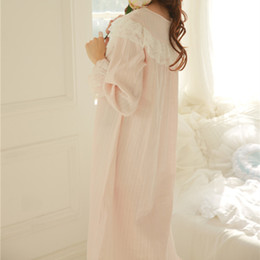Barato Vestido De Casa Vintage-Venda por atacado - New Arrival Ruffles Nightgowns Sleepshirts Lace Sleepwear Long Cotton Nightgown <b>Vintage Home Dress</b> Sexy Sleep Lounge # H94