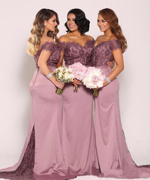 Barato Vestidos Vintage Superiores-Off the Shoulder Plus Size Vestidos de dama de honra 2017 New Vintage Lace Top com Train Beaded Cheap Maid of Honor Vestidos Long Formal Gowns