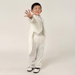 Costumes Blancs Garçons Élégants Pas Cher-New Fashion Boy blanc Costumes Enfants Tenue robe blanche de smoking smokings Printemps Garçons garçons élégants costumes formels (veste + pantalon)