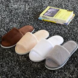 Vente en gros Soft Hotel SPA non-jetable pantoufles velours de couleur 10mm épaisse semelle décontractée Terry coton tissu pantoufles, une taille s'adapte le plus