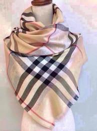 Vente en gros Usine vendre haute qualité luxe Celebrity conception laine cachemire fil de soie écharpe fil d'argent Wrap châle lettre impression foulards 180 * 70 cm