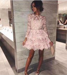 Barato Vestidos De Cocktail Sexy-Sexy 2018 Pink Cocktail Dresses Jewel Neck Long Sleeve Short Prom Vestido Appliqued Mini A Line Lace Party Dress