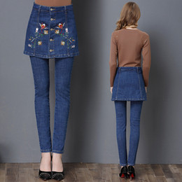 Barato Macacão Jeans-S-4XL tamanho grande Girl Pencil calças de jeans com One Sets Blue Denim Overalls Girls Embroidery Button Saias Jean Pants