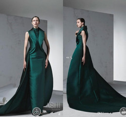Barato Vestidos Esmeralda Verde Pageant-Emerald Green Arabic Formal Evening Dresses 2018 High Neck com trem Mulheres formais Party Wear Ruffles Satin Dress Up Dressing