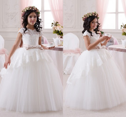 Discount little girl princess dresses 2018 White Lace Top Cute Flower Girl's Dresses Crew Neck Little Cap Sleeves Ball Gown Over Skirts Wedding Princess Kid's Dress with Belt