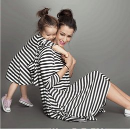 $enCountryForm.capitalKeyWord Canada - Mother Daughter Dresses Fashion Long Sleeve Striped Family Look Matching Clothes Cotton Mom And Daughter Dress Family Clothing
