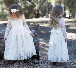 Barato Vestidos Manga Longa Desfile Barato-2017 New Cute Country Cheap Full Lace Flower Girls Vestidos Long Sleeves Bow Sheer Neckline Girl Vestido de festa Vestidos Adolescentes Kids Dime formal