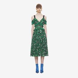 f34b2562f94f Nuovo design sexy delle donne boemia con scollo a V cinghia di spaghetti  manica corta fuori spalla stampa fiore a vita alta vestito pieghettato midi  lunghi ...