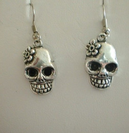 Wholesale Pair Fashions Silver Flower Sugar Skull Bead Dangle Earrings For Women With Gift Box DIY Jewelry M2827