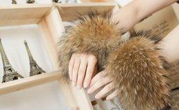 Wholesale-New Winter Women Echt Waschbärpelz Hand Handgelenk Stulpen Manschetten Natural Brown Ein Paar 1003