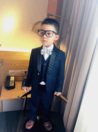 Barato Ternos Do Baile De Finalistas Dos Miúdos-Custom Made Boy Tuxedos Shawl Black Lapel Terno infantil Navy Blue / Wine Kid Wedding / Baile de finalistas (Jacket + Vest + Pants + Bow Tie + Shirt) NH5