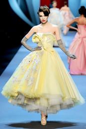 Vente en gros 2016 nouvelle arrivée piste robes de mode robes de soirée élégantes sans bretelles en dentelle appliqued une ligne Pageant robes de bal sur mesure