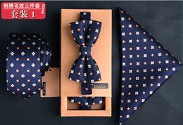 gifts british 2019 - New Mens British style Business Leisure Wild Ties + bow tie+ Hankies Gift Set cheap gifts british