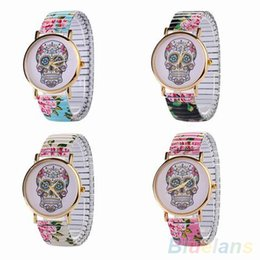 Robes En Crâne Élastique Pas Cher-Femmes Skull Fashion Dial Elastic Band or Case Rose Flower Dress Montre 1T4L