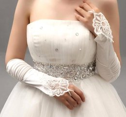 Barato Luvas De Renda-1.99 $ Em estoque 2015 Branco Marfim Red Beaded Applique Lace Fingerless Wedding Bridal Gloves Prom Evening Cocktail Luvas para Noiva