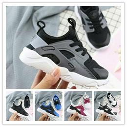 Venta al por mayor de 2019 New Air Huarache Zapatillas deportivas grandes Niños Niños niñas Negro Blanco al aire libre Zapatillas deportivas portátiles Zapatillas Huaraches gratis shippin