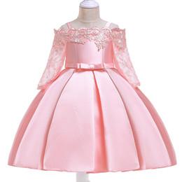 Venta al por mayor de Niñas princesa vestido palabra correa del hombro vestido noticias encaje calado vestido de manga larga falda de satén bordado bordado