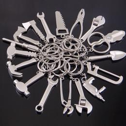 Mini Ferramentas Manuais Chave De Metal Machado Chave De Fenda Elétrica Furadeira Martelo Alicate Charme Anel Chave Mista de Moda Jóias 170883 venda por atacado