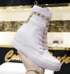 $enCountryForm.capitalKeyWord Australia - 2019 short boots in autumn and winter Leather laces for and women shoes with Designer Fashion Martin boots Casual Sports shoes VV6