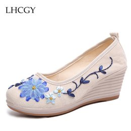$enCountryForm.capitalKeyWord Australia - Designer Dress Shoes Spring Autumn Women Ethnic Wedges Pumps Embroider High Heels Woman Boat Canvas Pump zapatos mujer 6160