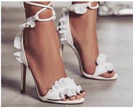 vendita calda moda pelle scamosciata sandali floreali donne tacchi alti pieghe lace up prom sandali party dress sexy giallo bianco rosa bordeaux donne pompe