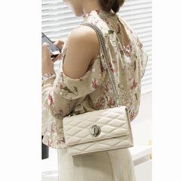 $enCountryForm.capitalKeyWord Australia - 2019 New European And American Exclusive Chain Shoulder Bag Trendy Shield Lock Crossbody Bags Women Messenger Bags 072