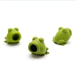 Frog tool online shopping - Popular Egg Separator Animal Frog Shape Silicone Green Color Eggs Dividers Fit Indoor Mini Baking Tool Portable wd E1